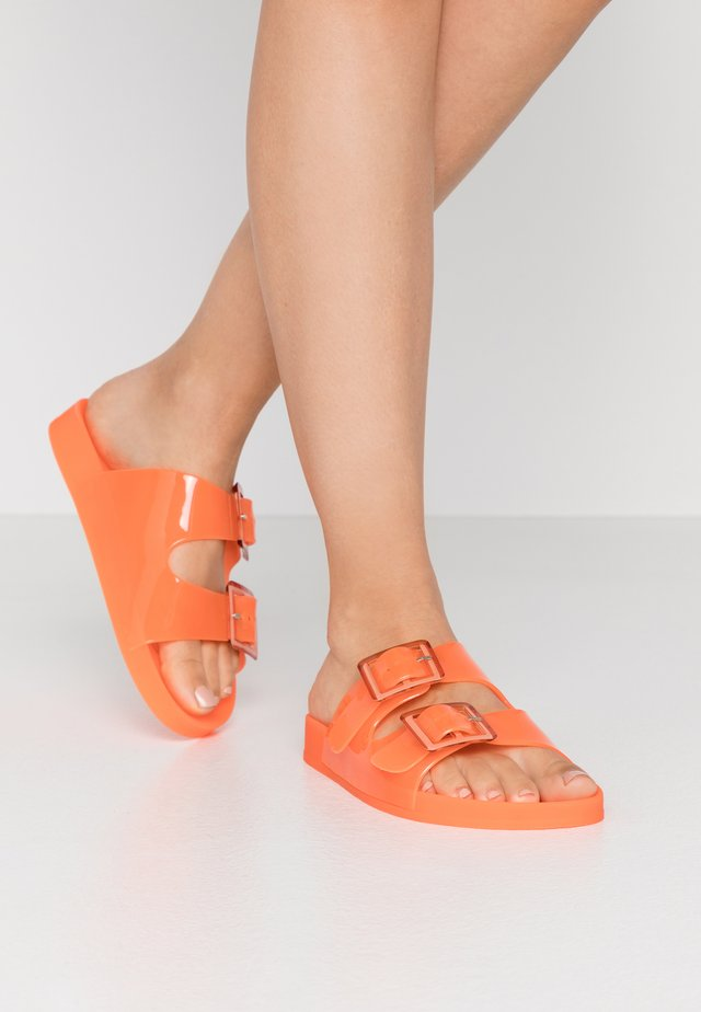 Badslippers - coral