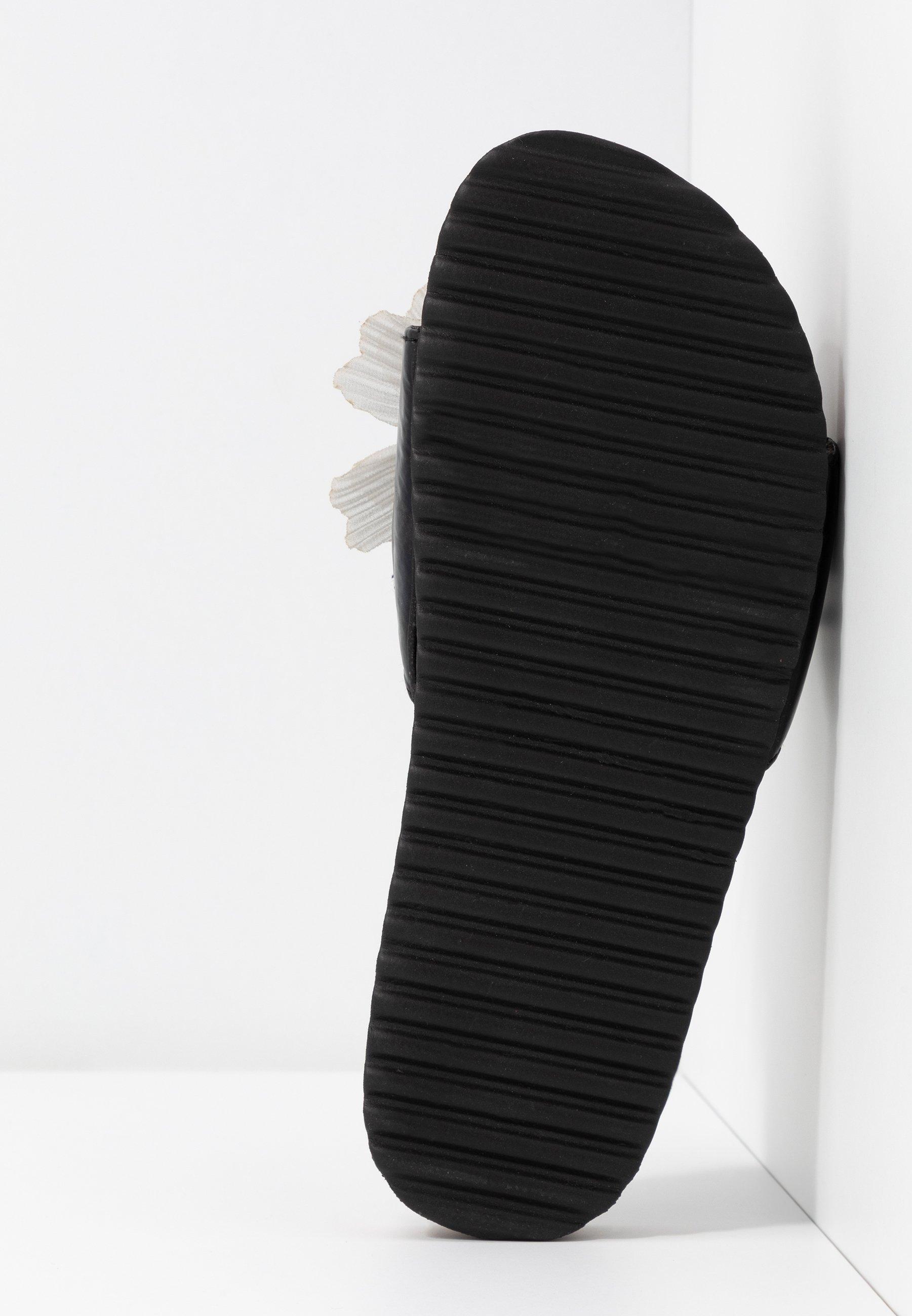 Colors of California Slip-ins - black