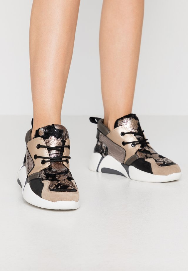 High-top trainers - pitone