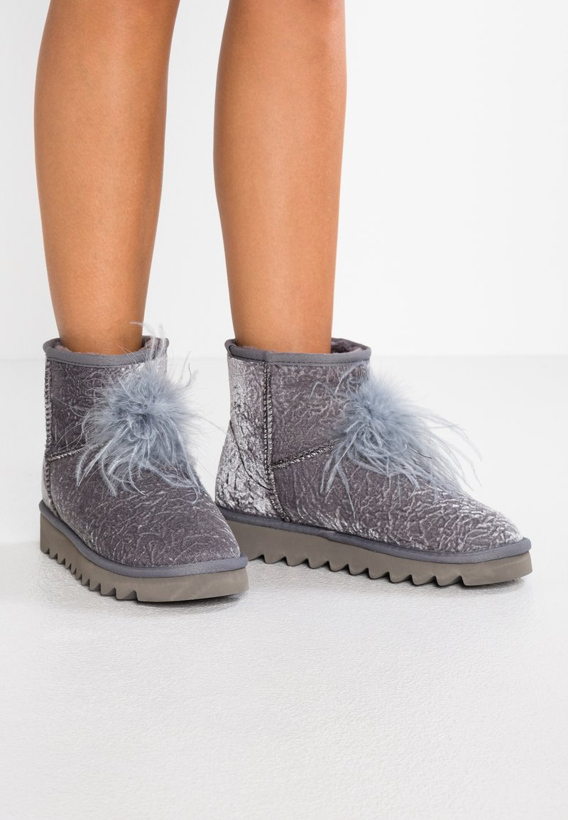 Colors of California - Stiefelette - grey