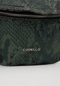 Codello - SNAKE PRINT BAG - Gürteltasche - bottle green - 6