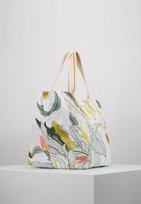 Codello - INTO THE RESORT - Shopping Bag - mint - 3