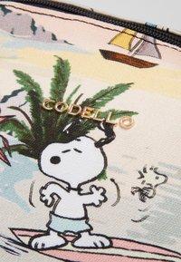Codello - PEANUTS ALOHA - Weekendtasker - beige - 4