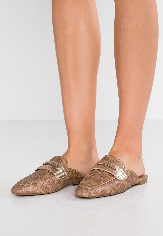 LOAFER SLIDE WITH SIGNATURE  - Pantolette flach - tan/champagne