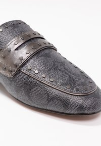 Coach - LOAFER SLIDE WITH SIGNATURE  - Muiltjes - charcoal/gunmetal - 2