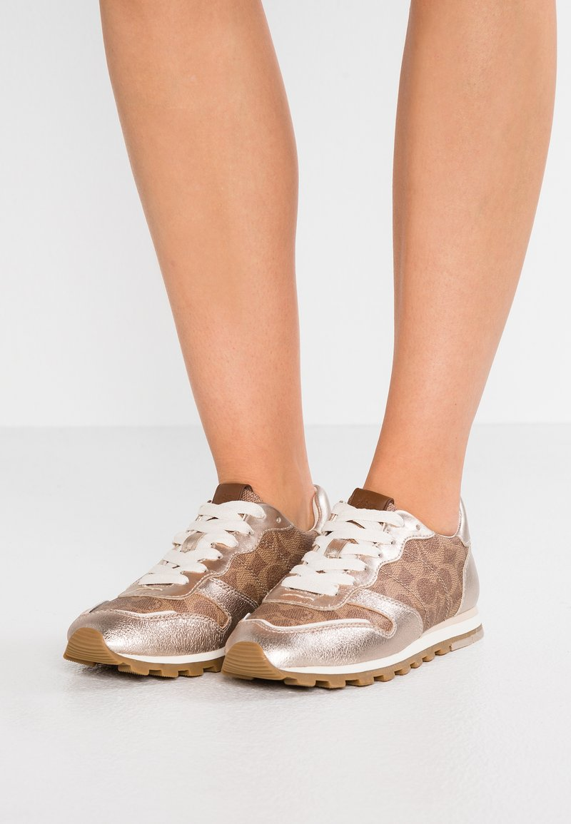 Coach - RUNNER WITH SIGNATURE - Sneakers laag - tan/champagne