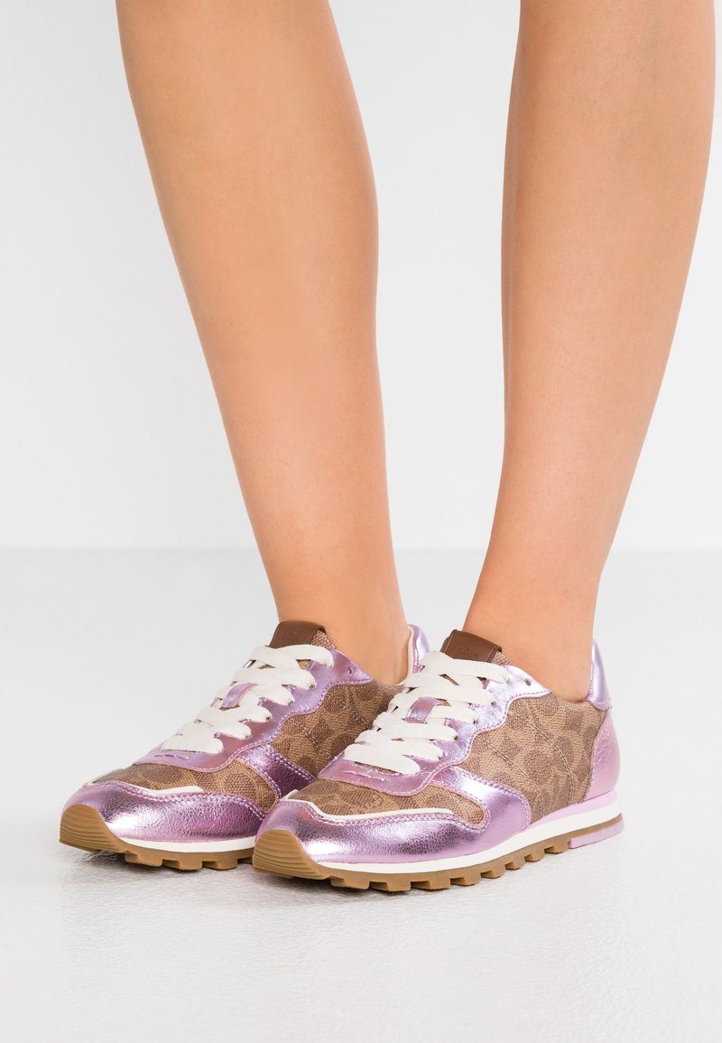 Coach - RUNNER WITH SIGNATURE - Sneakers laag - tan/pink