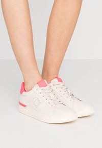 Coach - TOP - Sneakers laag - chalk/neon pink - 0