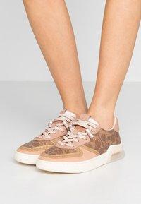 Coach - CITYSOLE  COURT  - Sneakersy niskie - tan/beechwood - 0