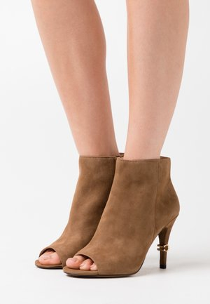 REMI - High heeled ankle boots - coconut