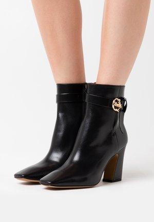 TERI - Kotníková obuv na vysokém podpatku - black