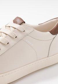 Coach - C126 - Sneakersy niskie - white - 5