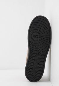 Coach - SIGNATURE TENNIS CUP SOLE - Sneakersy niskie - khaki/black - 4