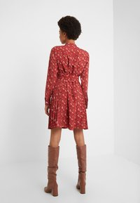Coach - HORSE AND CARRIAGE SHIRT DRESS - Robe chemise - red - 2
