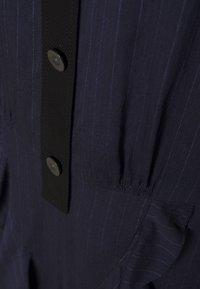 Coach - STRIPE RUFFLE DRESS - Abito a camicia - navy - 2