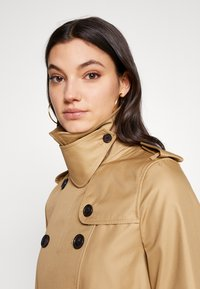 Coach - ICON - Trenchcoat - beige - 3