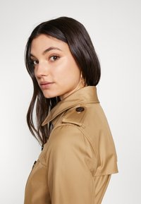 Coach - ICON - Trenchcoat - beige - 5