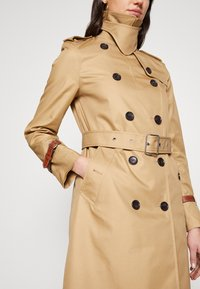 Coach - ICON - Trenchcoat - beige - 4