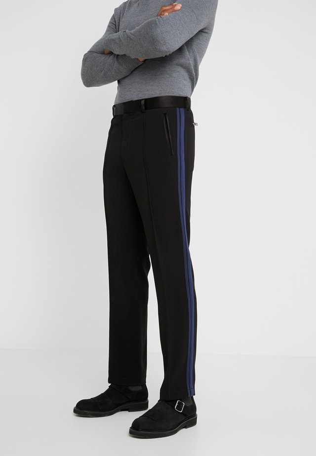 ELEVATED TRACK PANTS - Bukser - black/navy