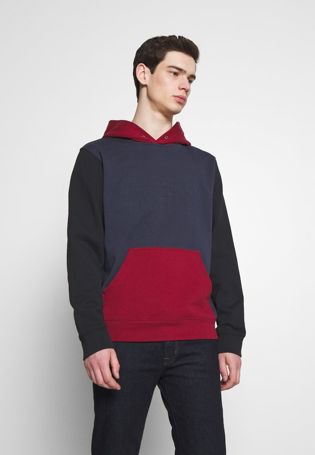 POP COLOUR HOODIE - Jersey con capucha - navy/dark cardinal
