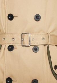 Coach - UTILITY TRENCH - Trenchcoat - khaki/olive - 9