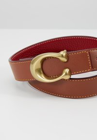 Coach - SCULPTED REVERSIBLE BELT - Pásek - saddle red - 4