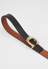 Coach - SCULPTED REVERSIBLE BELT - Vyö - saddle - 4