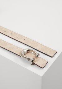Coach - SCULPTED COATED REVERSIBLE SIGNATURE BELT - Pasek - sand taupe - 2