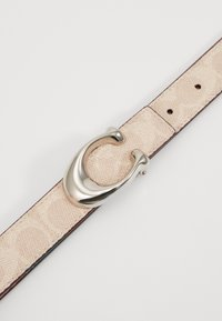 Coach - SCULPTED COATED REVERSIBLE SIGNATURE BELT - Pasek - sand taupe - 5