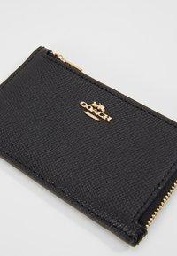 Coach - SMALL L ZIP CARD CASE - Portfel - black - 2