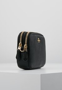 Coach - POLISHED PEBBLE SADIE CROSSBODY  - Taška s příčným popruhem - black - 3