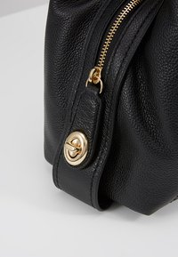 Coach - EDIE SHOULDER BAG - Sac à main - black - 5