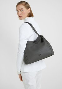 Coach - POLISHED TURNLOCK EDIE  - Håndveske - heather grey - 1