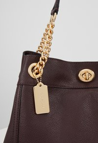 Coach - POLISHED TURNLOCK EDIE  - Bolso de mano - oxblood - 6
