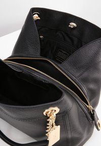 Coach - POLISHED TURNLOCK EDIE  - Kabelka - black - 4