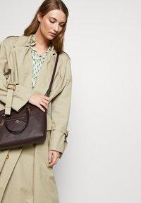 Coach - PRAIRIE SATCHEL - Handbag - oxblood - 1