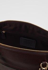 Coach - PRAIRIE SATCHEL - Handbag - oxblood - 4