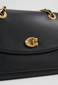 Coach - PARKER SHOULDER BAG - Torebka - ol/black - 6
