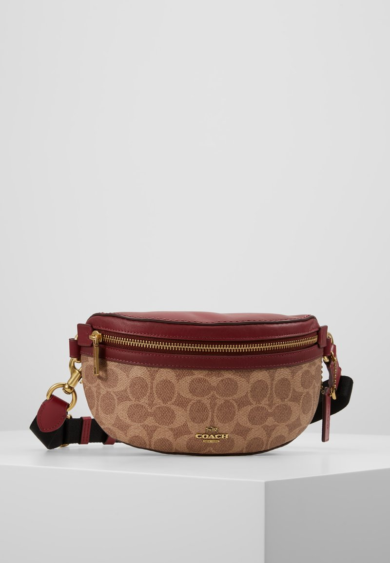 Coach - COATED SIGNATURE FANNY PACK - Ledvinka - tan/deep red