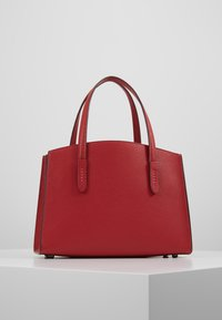 Coach - EXCLUSIVE POLISHED CHARLIE CARRYALL - Handtas - red apple - 2