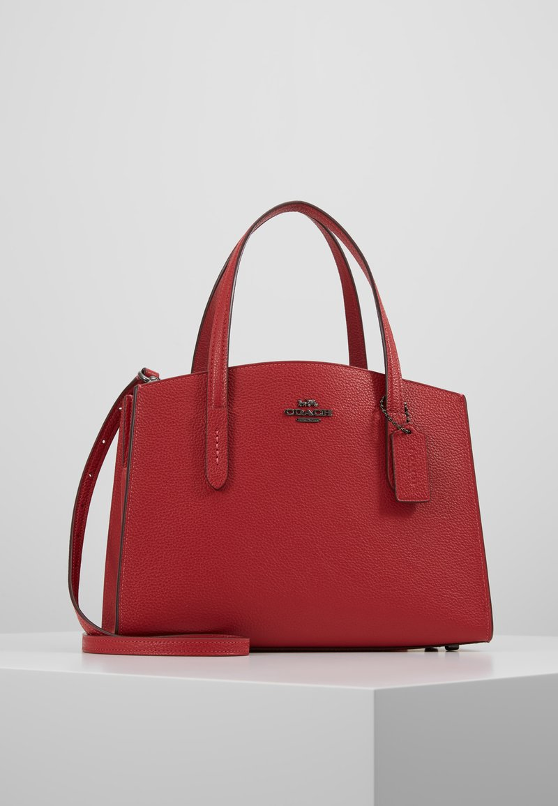 Coach - EXCLUSIVE POLISHED CHARLIE CARRYALL - Handtas - red apple