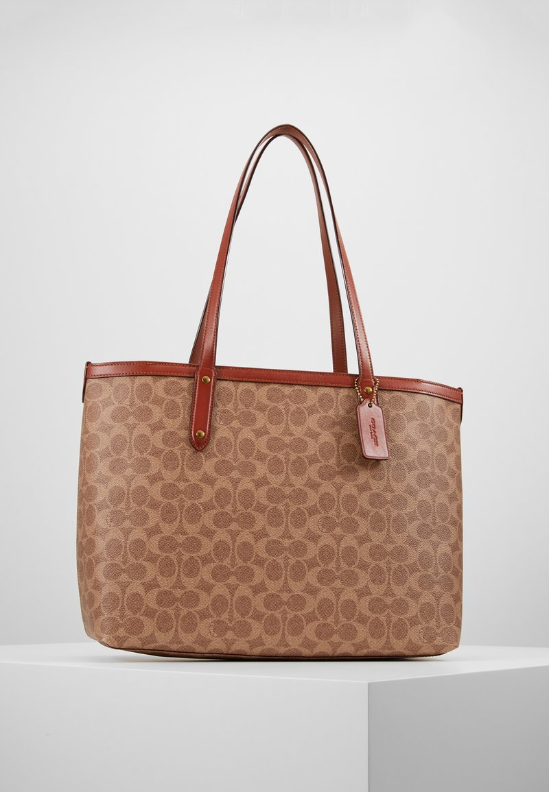 Coach - SIGNATURE CENTRAL TOTE WITH ZIP - Kabelka - tan/rust