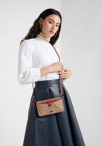 Coach - NOA - Across body bag - tan/red apple - 1