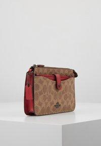 Coach - NOA - Across body bag - tan/red apple - 3