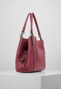 Coach - DALTON SHOULDER BAG - Bolso de mano - dusty pink - 3