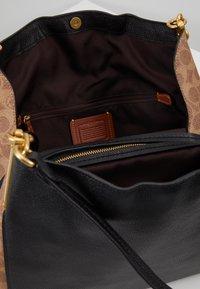 Coach - SIGNATURE BLOCKING DALTON SHOULDER BAG - Bolso de mano - tan /black - 4