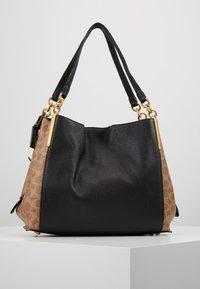 Coach - SIGNATURE BLOCKING DALTON SHOULDER BAG - Bolso de mano - tan /black - 2