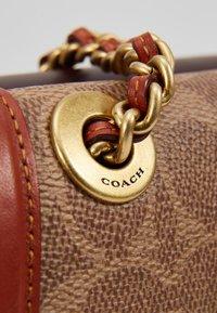 Coach - COATED SIGNATURE PARKER SADDLE BAG - Across body bag - tan rust - 6