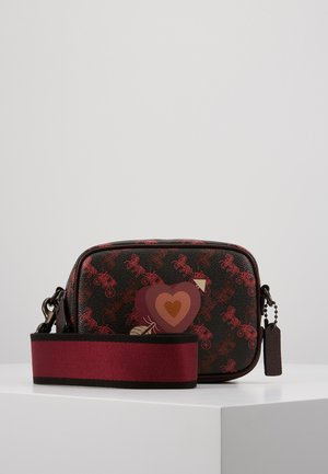 HORSE AND CARRIAGE COATED HEART CAMERA BAG - Taška s příčným popruhem - black oxblood