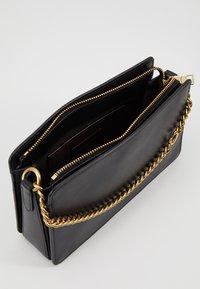 Coach - SIGNATURE CHAIN CROSSBODY - Handbag - black - 4
